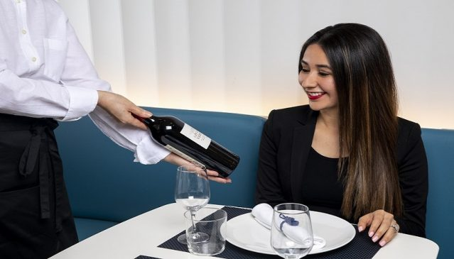 Air France lounge Washington - dining