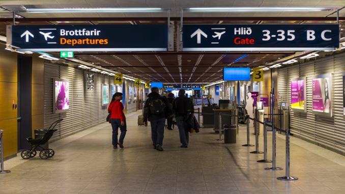 Keflavik monitors passenger mobiles