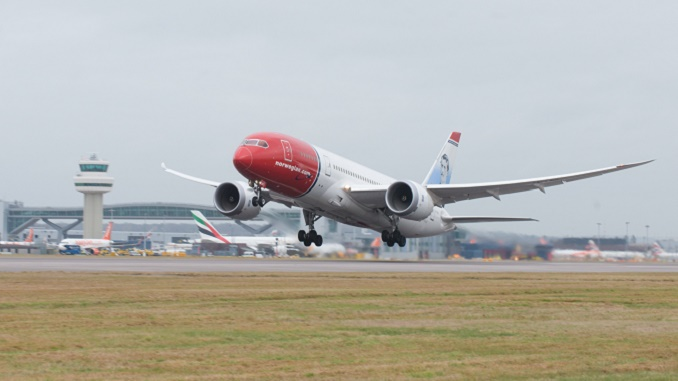 Norwegian 787 take-off