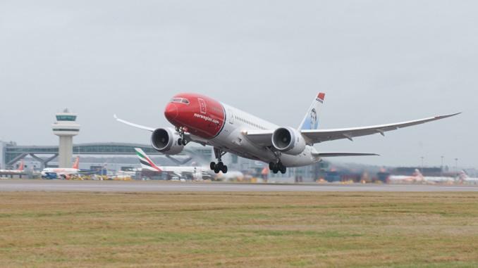 Norwegian 787 take-off