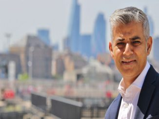 Mayor of London calls on Prime Minister to back Gatwick
