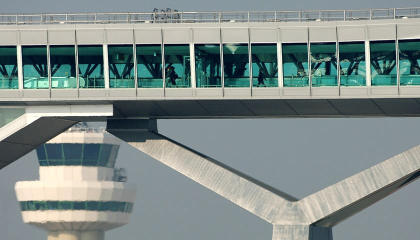 Gatwick Airport, Pier 6 passenger bridge [Image: Gatwick]
