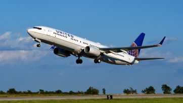 Passengers on over 200 United Boeing 737s can now enjoy free live TV